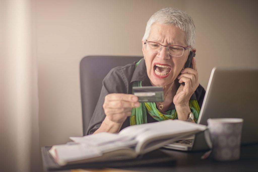 Ligações de bancos para aposentados e pensionistas