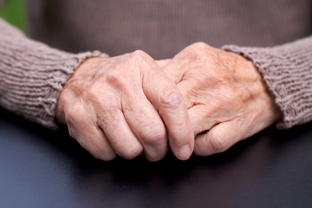 Mal de Parkinson: conheça os benefícios do INSS